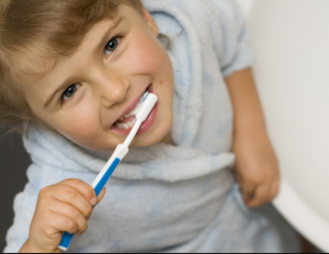 Cara Mudah Membersihkan dan Merawat Gigi Palsu